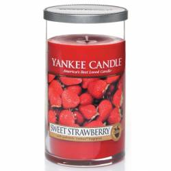 Yankee Candle Pillar Glaskerze mittel 340g Sweet Strawberry