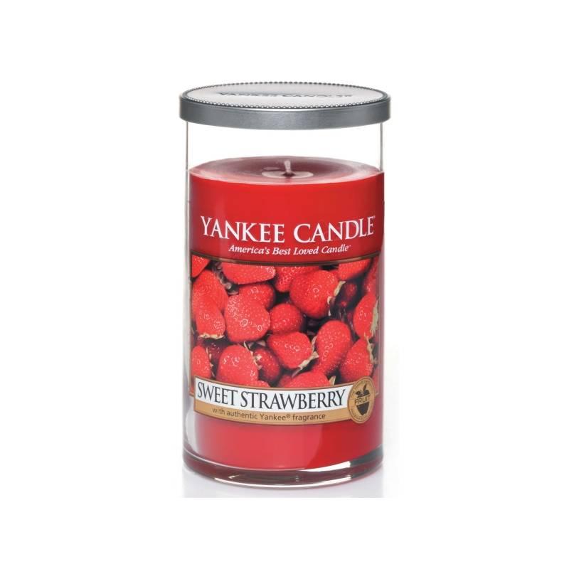 yankee candle pillar glaskerze mittel 340g sweet strawberry. Black Bedroom Furniture Sets. Home Design Ideas